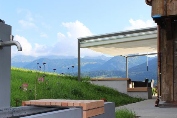 Eine Pergola in der Schweiz (CH) auf der Winti Alm.