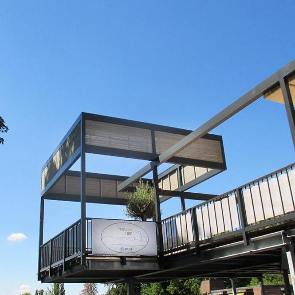 Das Hotel Ritter aus Badenweiler ist bekannt für die 180-Grad-Terrasse. Diese ist überdacht mit Sonnensegel.