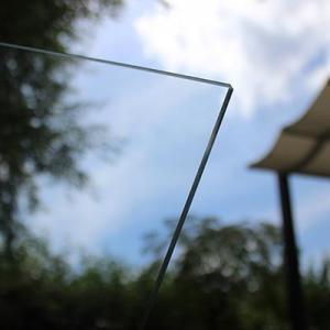 Ein Sonnensegel hat gegenüber einem Glasdach viele Vorteile.